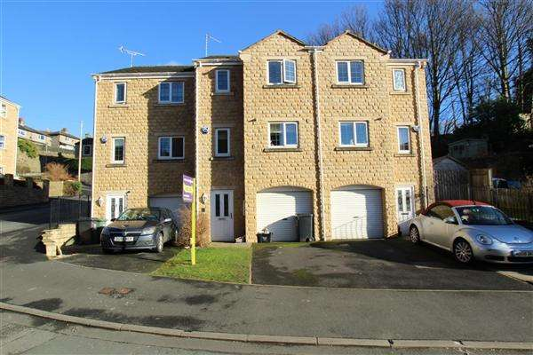 3 Bedrooms Town House for sale in Gratrix Lane, Sowerby Bridge