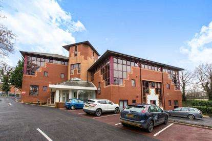 2 Bedrooms Flat for sale in Wickham Road, Fareham, Hampshire