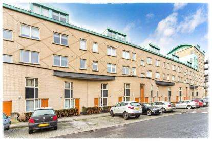 3 Bedrooms Maisonette Flat for sale in Old Rutherglen Road, New Gorbals, Glasgow
