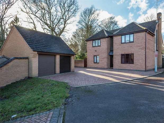 5 Bedrooms Detached House for sale in Treeneuk Close, Chesterfield, Derbyshire