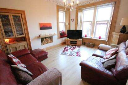 3 Bedrooms Flat for sale in Holmscroft Street, Greenock