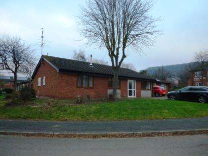 4 Bedrooms Bungalow for sale in Springfield Avenue, Helsby, Frodsham, Cheshire, WA6