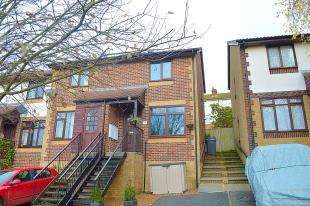 2 Bedrooms Semi Detached House for sale in Mayfield Avenue, Dover, Kent