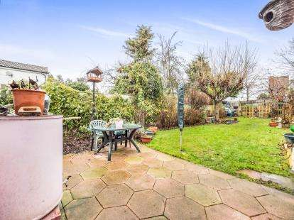 3 Bedrooms Bungalow for sale in Dagenham, Essex