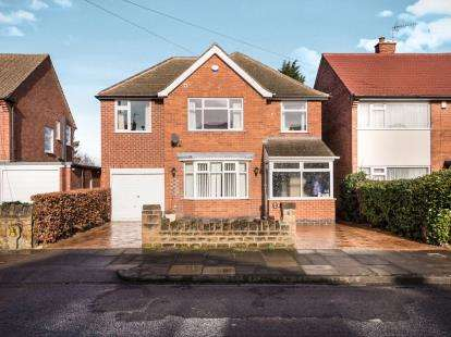4 Bedrooms Detached House for sale in Balmoral Drive, Bramcote, Nottingham, Nottinghamshire