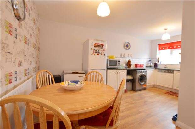 3 Bedrooms Terraced House for sale in Grantwood Close, REDHILL, RH1 5SN