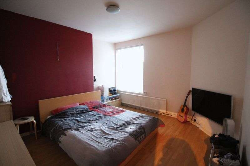 2 Bedrooms Flat for sale in Pembury Road, London