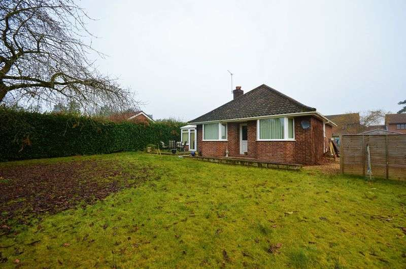 3 Bedrooms Detached Bungalow for sale in Fakenham Road, Taverham