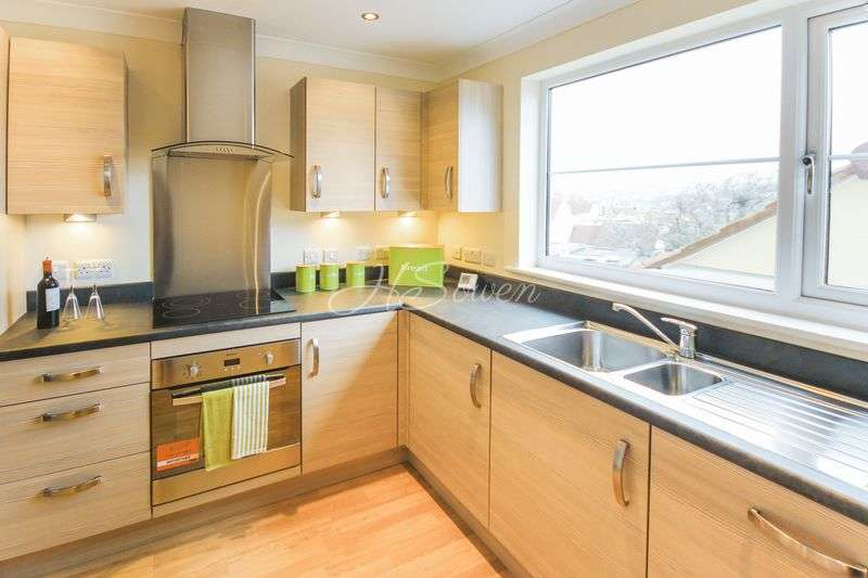 2 Bedrooms Flat for sale in Seaford Sands, Roundham Road, Paignton