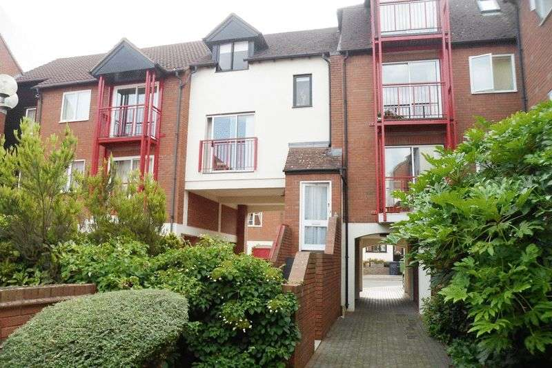 2 Bedrooms Flat for sale in Nailors Court, Back of Avon, Tewkesbury