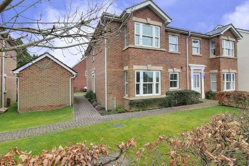 2 Bedrooms Flat for sale in Ashling Gardens, Denmead, Waterlooville