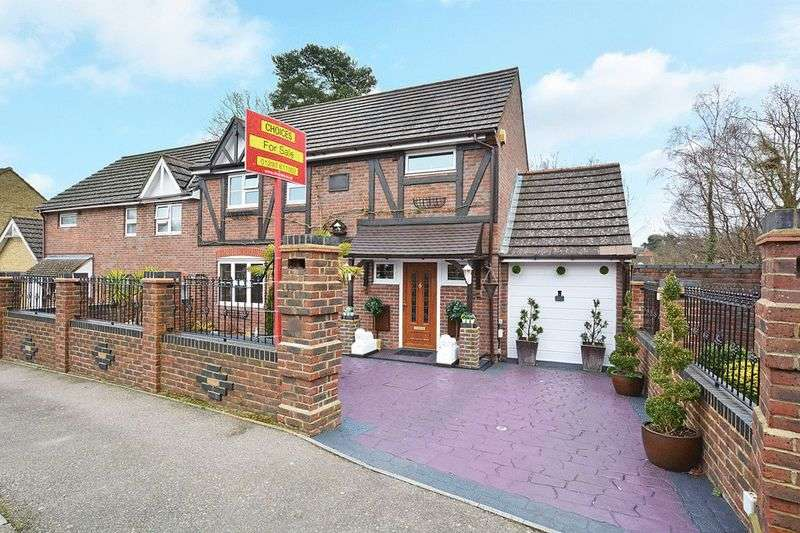 3 Bedrooms Semi Detached House for sale in Faulkner Close, Tollgate Hill, CRAWLEY