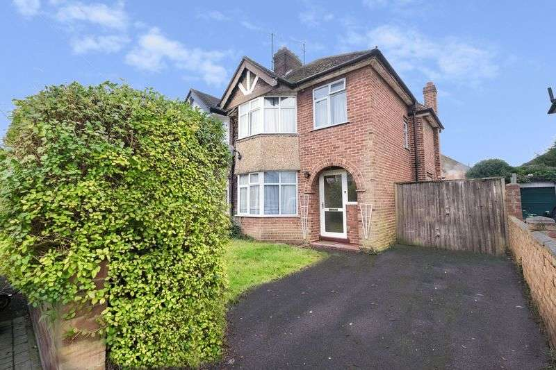 3 Bedrooms Semi Detached House for sale in Chestnut Avenue, Bedford