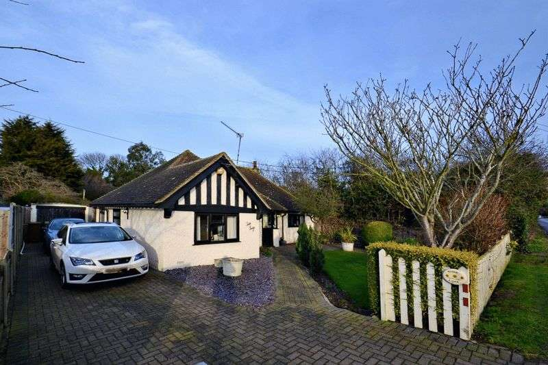 2 Bedrooms Detached Bungalow for sale in Warden Road, Eastchurch