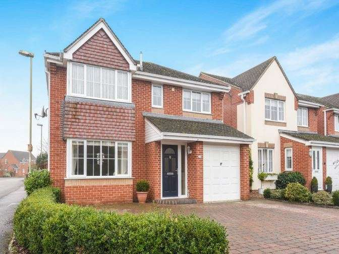 4 Bedrooms Detached House for sale in Germander Way, Bicester, OX26 3WD
