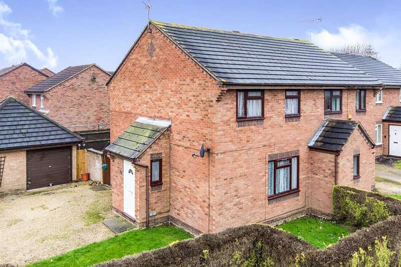3 Bedrooms Semi Detached House for sale in Ringrose Close, Newark, NG24