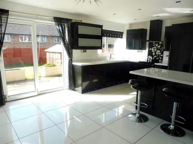 4 Bedrooms Detached House for sale in The Spinney, Brackla, Bridgend