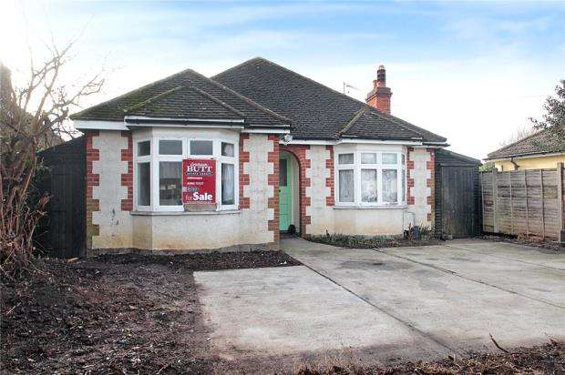 3 Bedrooms Detached Bungalow for sale in Elm Grove Road, Littlehampton, West Sussex, BN17