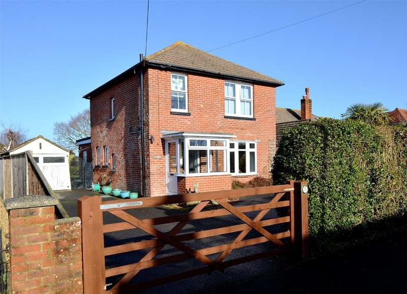 3 Bedrooms Detached House for sale in Northover Road, Pennington, Lymington, Hampshire, SO41