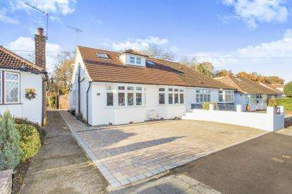 4 Bedrooms Bungalow for sale in St. Georges Drive, Watford, Hertfordshire