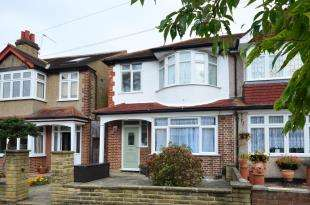 3 Bedrooms Terraced House for sale in Ranfurly Road, Sutton, Surrey, Greater London