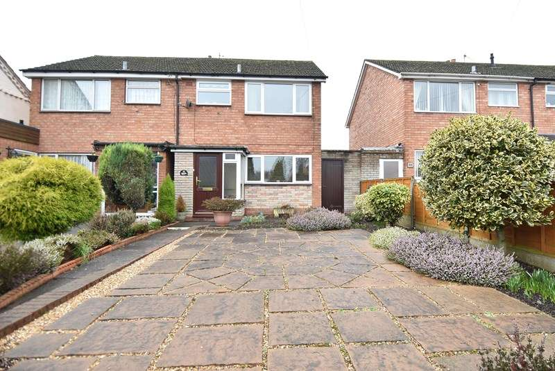 3 Bedrooms Semi Detached House for sale in Stourbridge Road, Bromsgrove