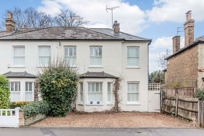 4 Bedrooms Detached House for sale in Esher