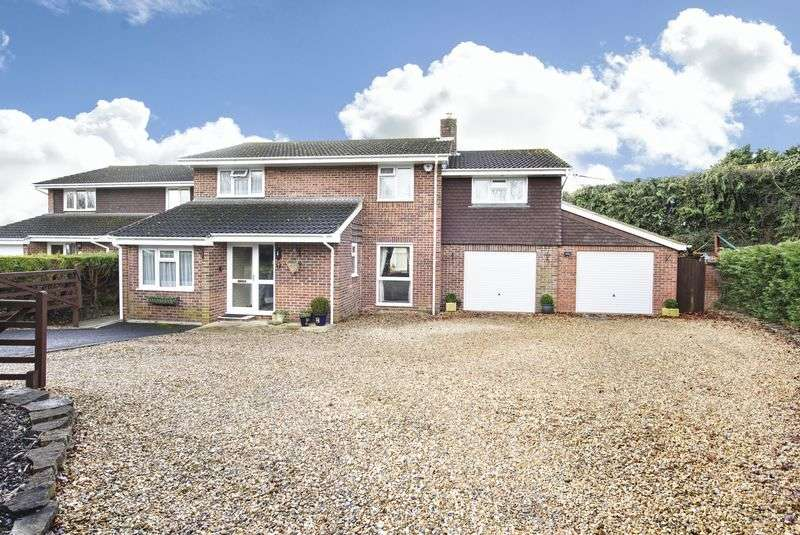 4 Bedrooms Detached House for sale in The Beeches, Trowbridge