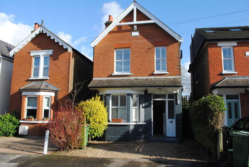 3 Bedrooms Detached House for sale in West Molesey