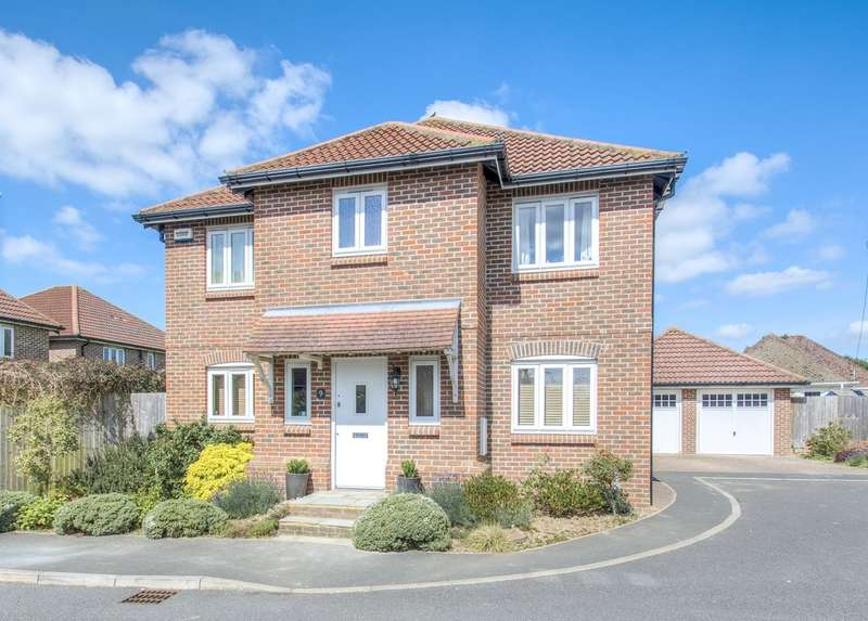 4 Bedrooms Detached House for sale in The Chase, Fontwell