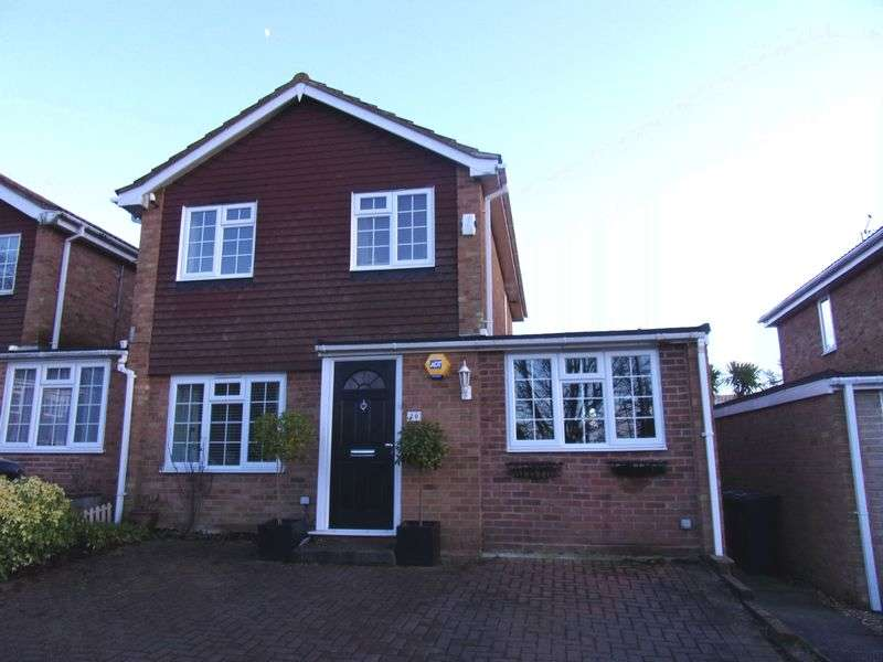 3 Bedrooms Detached House for sale in Rook Way, Horsham