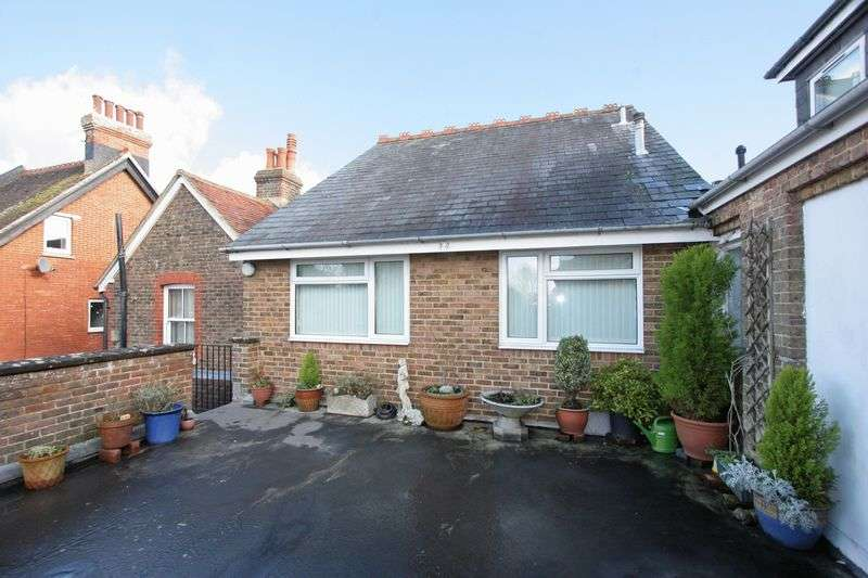 1 Bedroom Flat for sale in Bishop Croft, Henfield