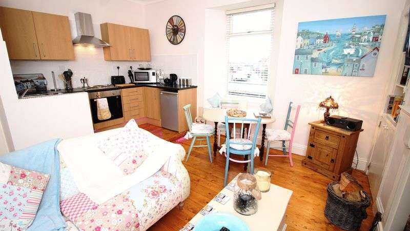2 Bedrooms Flat for sale in Cromwell Road, Burntisland