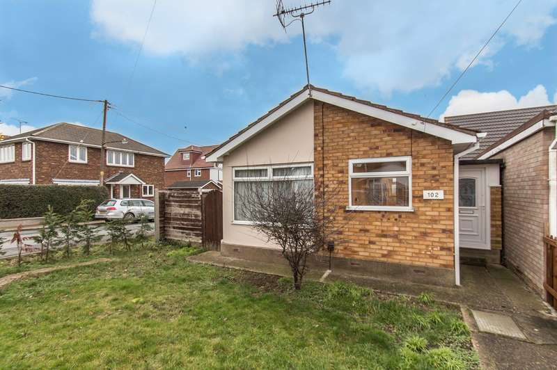 1 Bedroom Detached Bungalow for sale in Central Avenue, Canvey Island, SS8