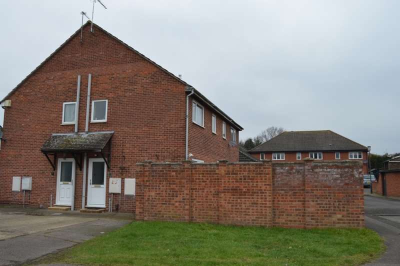 2 Bedrooms Terraced House for sale in Tara Close, Colchester