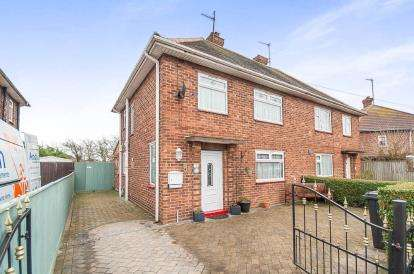 3 Bedrooms Semi Detached House for sale in Spirewic Avenue, Skegness, Lincolnshire, England