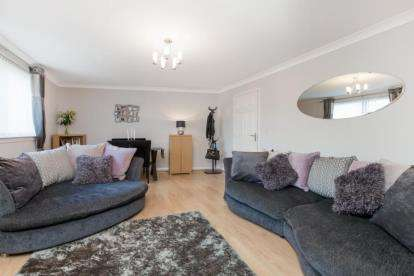 2 Bedrooms Flat for sale in Millview Crescent, Johnstone, Renfrewshire