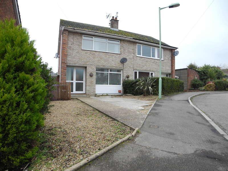 3 Bedrooms Semi Detached House for sale in Garden Close, Bungay