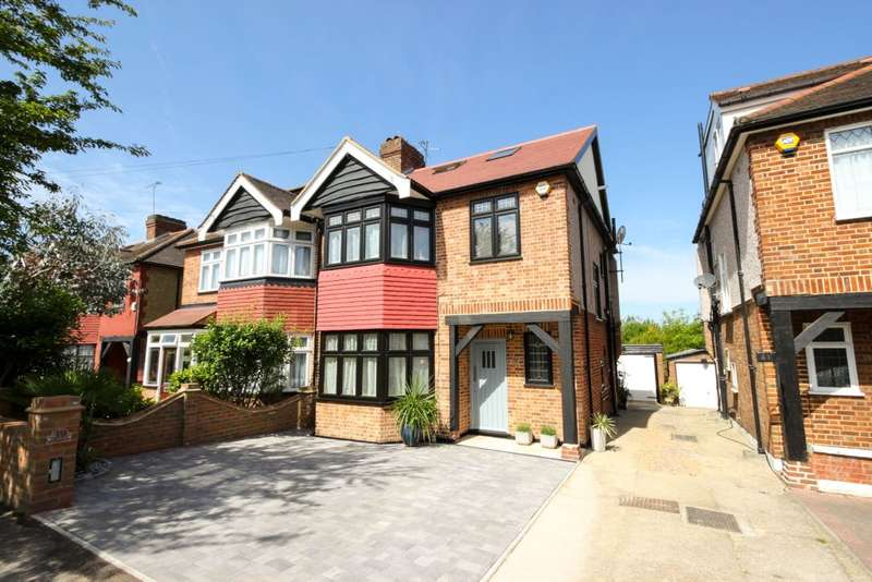 3 Bedrooms Semi Detached House for sale in Rivington Avenue, Woodford Green