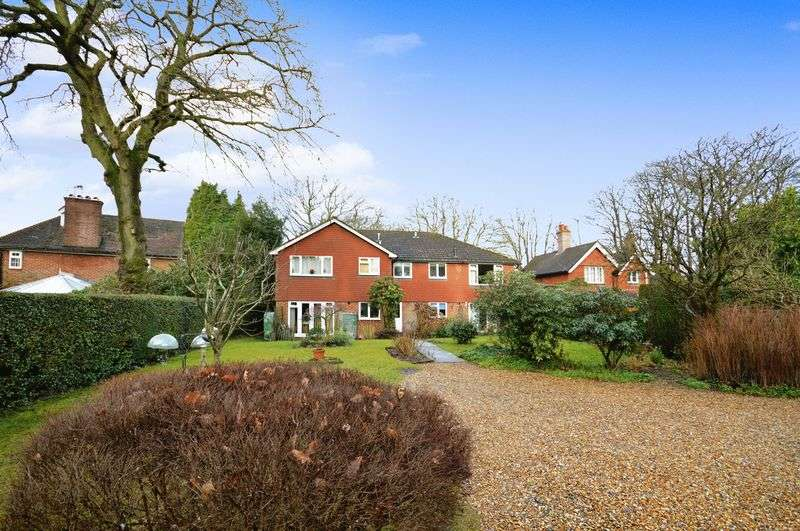 3 Bedrooms Flat for sale in School Road, Grayshott