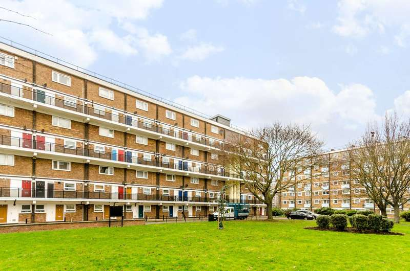 2 Bedrooms Flat for sale in St Saviours Estate, Bermondsey, SE1
