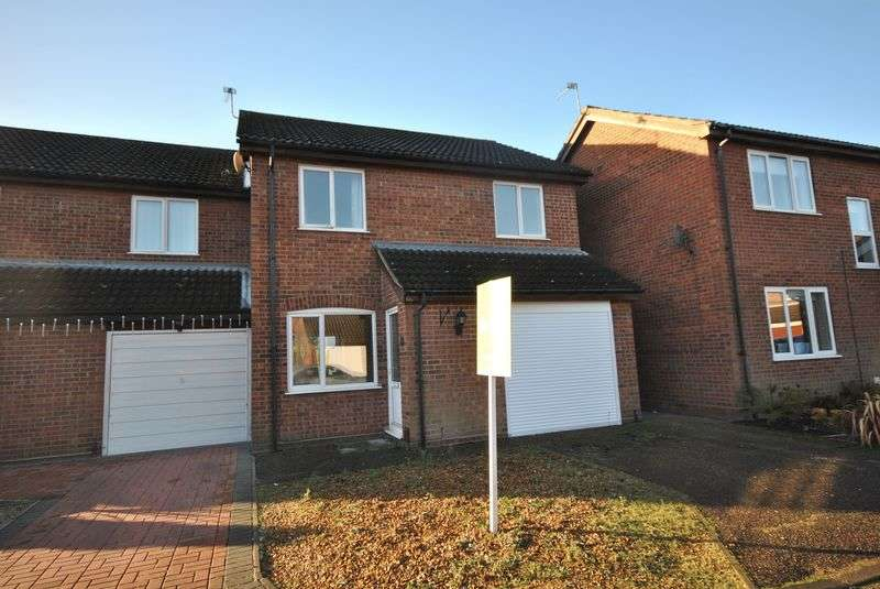3 Bedrooms Terraced House for sale in Glenburn Court, Sprowston, Norwich