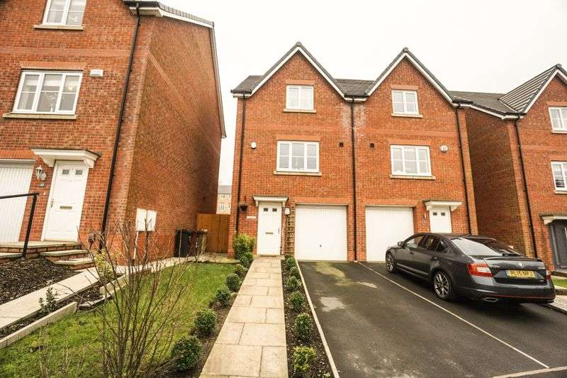 4 Bedrooms Semi Detached House for sale in Harrier Close, Lostock