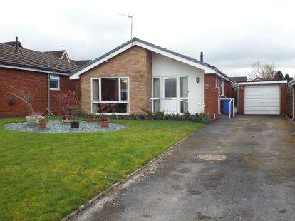 2 Bedrooms Bungalow for sale in Maes Cantaba, Ruthin, Denbighshire, LL15