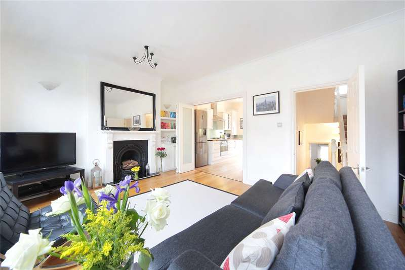 2 Bedrooms Flat for sale in Balham Grove, Balham, London, SW12