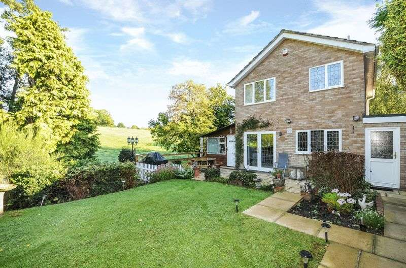 3 Bedrooms Detached House for sale in Burghfield Common