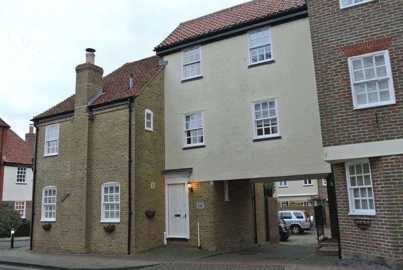3 Bedrooms Terraced House for sale in Loop Street, Sandwich