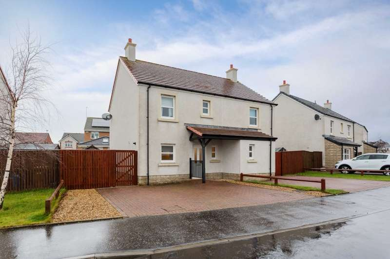 3 Bedrooms Semi-detached Villa House for sale in Coxwain Drive, Troon, South Ayrshire, KA10 7NG