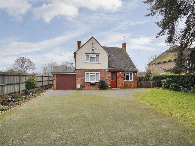 4 Bedrooms Detached House for sale in Balcombe Road, Horley, Surrey