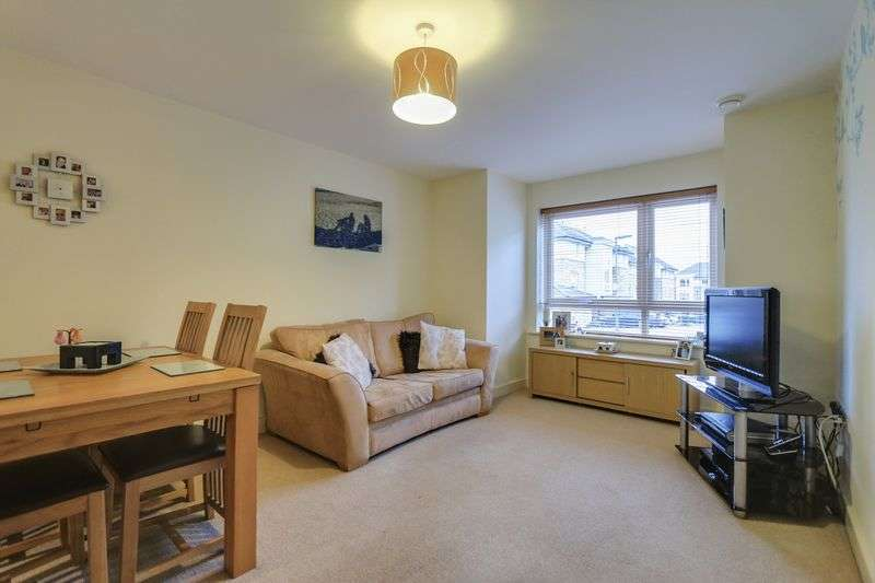 2 Bedrooms Flat for sale in Mentmore House, Dalmeny Way, Epsom. KT18 7EF